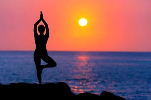 woman-doing-yoga-at-sunset